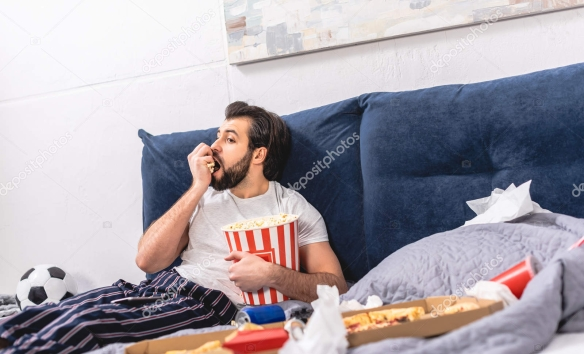 depositphotos_194997512-stock-photo-handsome-loner-eating-popcorn-watching